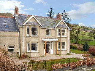 THE FARM HOUSE, detached house with hot tub, woodburner, en-suites, garden, Glanrafon near Bala Ref. 905599 - Llanfyllin vacation rentals