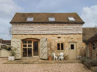 FOXHOLES BARN, pet-friendly conversion in rural setting, WiFi, Farlow, Cleobury Mortimer Ref 922448 - Wheathill vacation rentals