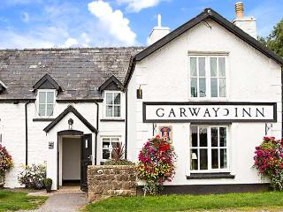 THE GLOBE, first floor apartment, king-size sleigh bed, dog-friendly, walks from the door, in Garway, Ref 922751 - Hay-on-Wye vacation rentals