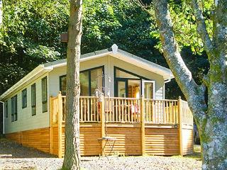 SUNNY CORNER LODGE, all ground floor, en-suite, pets welcome, on holiday park with indoor heated swimming pool, near Troutbeck B - Windermere vacation rentals