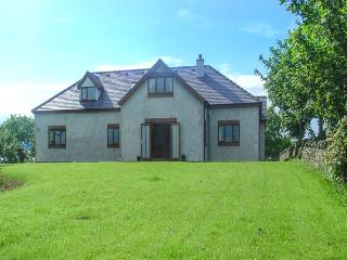 FFERRAM Y LLYN, detached cottage, woodburning stove, en-suite, enclosed garden, lake views, near Cemaes Bay, Ref 922967 - Island of Anglesey vacation rentals
