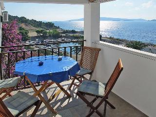Apartment Mareas 5 for 4 with terrace and sea view - Okrug Donji vacation rentals