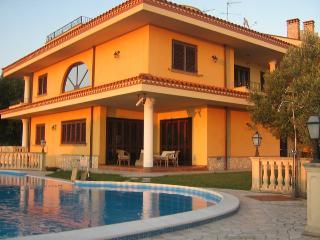 TAVERNETTA IN VILLA CON PISCINA  -INDIPENDENTE- - Calabria vacation rentals
