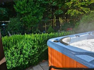 Serene Suite- Hot Tub/Forest Nr Ocean and Castle! - Victoria vacation rentals