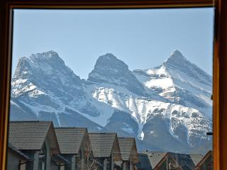2 Bedroom Luxury Home with Stunning Mountain Views - Alberta vacation rentals