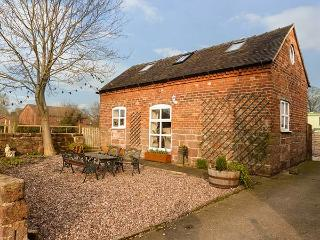 FOLLY FOOT BARN, pet-friendly wheelchair accessible cottage, woodburner, WiFi, Hinstock Ref 923064 - Cheshire vacation rentals