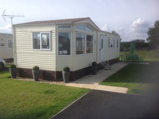 Static 8 berth Caravan at Tatteshall, Lincolnshire - Tattershall vacation rentals