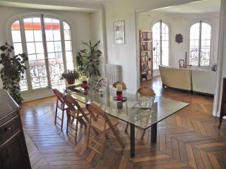 3 bedrooms & 2 bathrooms Marais with view! - Paris vacation rentals
