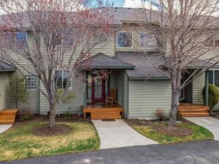 Eagle Crest 2 BR, 2.5 Bath. Hot Tub. Walk to sports center. - Bend vacation rentals