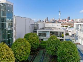 Ponsonby apartment within walking distance to Auckland City.  Carpark included - Herne Bay vacation rentals
