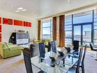 Large 2 Bedroom Heritage Hotel Serviced Apartment Acommodation - Central Auckland - Auckland vacation rentals