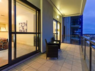 Heritage Towers Airconditioned Harbour View Serviced Apartment, Auckland with Parking. - Takapuna vacation rentals