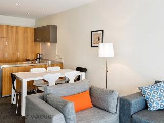 3 Bedroom, 2 Bathroom Townhouse in Hopetoun Delta, Central City Auckland, Tandem Carpark - Auckland vacation rentals