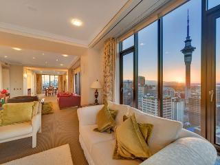 3 Bedroom Penthouse Apartment in the Metropolis, Auckland with Stunning Views. - Auckland vacation rentals