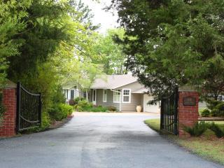 Luxury Lodging at History's Doorstep - Eureka Springs vacation rentals