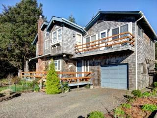 Dolphin Inn South is a Romantic studio 2 blocks to the beach sleeps 2 - 35606 - Cannon Beach vacation rentals
