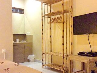 Kuta Private Queen Room,SatTV,AC,WIFI,FreeBreak-A8 - Kuta vacation rentals