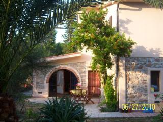 vacanze in  casale con piscina  isola d'Elba, - Campo nell'Elba vacation rentals