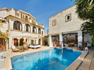 Stunning Moorish villa near Benidorm with private pool, Jacuzzi and sea view – sleeps 18 - Altea vacation rentals