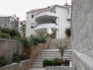 TH00524 Apartment Karmen / Three bedrooms A1 - Pucisca vacation rentals