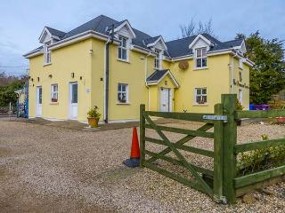THE LENNON APARTMENT, open plan apartment, WiFi, ample off road parking, near Gorey, Ref 914904 - Arklow vacation rentals