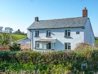 SLATE QUARRY FARM COTTAGE, WiFi, enclosed garden, pet-friendly, off road parking, in Northlew, Ref 917245 - Devon vacation rentals