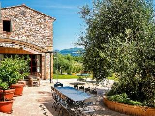 Unforgettable Cilla Vallefalcone with views of vineyards and olive groves - Bassano in Teverina vacation rentals