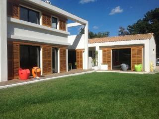 Holiday rental Villas Aix En Provence (Bouches-du-Rhône), 240 m², 3 400 € - Aix-en-Provence vacation rentals