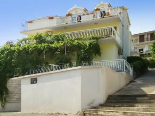 Tranquil Dalmatian Coast apartment with 2 terraces and beautiful sea view - 100m from a sandy beach! - Brna vacation rentals