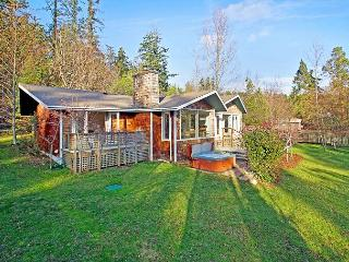 Waterfront Pet Friendly Waterfront Home with Hot Tub! (Mitchell Bay Shores) - Friday Harbor vacation rentals