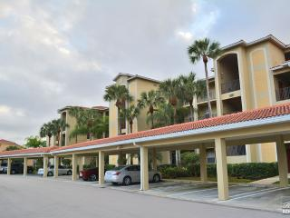 Golf course and lake view condo with golf membership - Bonita Springs vacation rentals