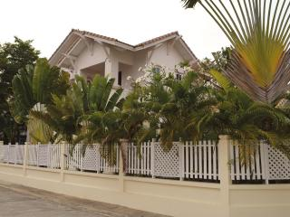 2 Villa's 500 meters from the beach, 12 persons - Pattaya vacation rentals
