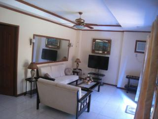 Room 1 - Dumaguete City vacation rentals