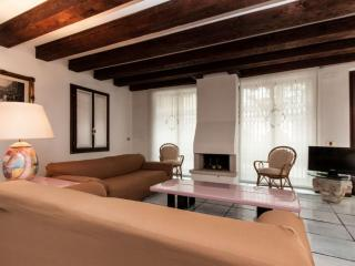 Relaxing w/garden on Canal Grande, sleep 5 - City of Venice vacation rentals