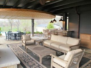 Spectacular 5 BR Sleeps 12 / 30 Min N of Columbus - Sunbury vacation rentals