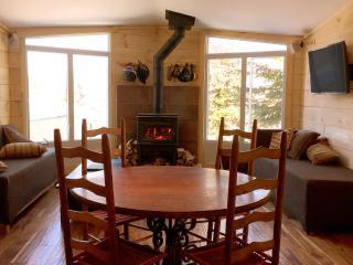 Modern & Cozy Condo w/ Private Sauna & Pool! - Shefford vacation rentals