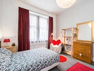 Quaint and Sunny in Old Town - Edinburgh vacation rentals