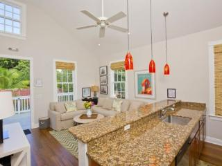 Martha in the Truman Suites - Luxury 1 bedroom 1 bath with full kitchen - sleeps up to 2 - Florida Keys vacation rentals
