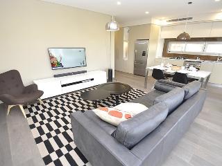 CRE 5 WIN Brown - Cremorne - Cnr Gerard & Winnie Street - Sydney vacation rentals