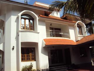 6 Bed, 5 bath, fully furnshied house in Kakkanadu - Kochi vacation rentals