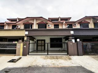 Sakura Gita Guest House - Kuching vacation rentals