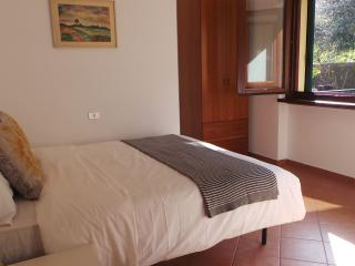 Stresa 2 bedroom apartment with private beach. - Belgirate vacation rentals