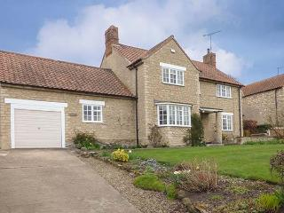 BURNSIDE, detached, open fire, conservatory, pub 5 mins walk away, in Kilburn, Ref 904895 - Cold Kirby vacation rentals