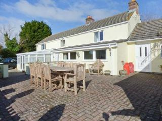 MAGPIES COTTAGE, detached, luxurious, spacious, conservatory, games room, parking, garden, in Redruth, Ref 919508 - Mawnan Smith vacation rentals