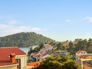 Sunny 1-bedroom apartment on Korčula Island, with WiFi and balcony, 100m from the beach – sleeps 4 - Brna vacation rentals