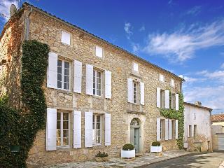 Maison Acacia - Saint-Pey-de-Castets vacation rentals