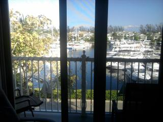 Marina Views! Spacious 2/2, great location! - Fort Lauderdale vacation rentals