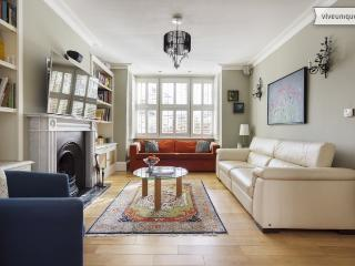4 bed house with garden cottage, Meadvale Road, Ealing - London vacation rentals