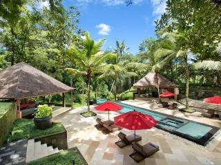 Frangipani Retreat - Buwit vacation rentals