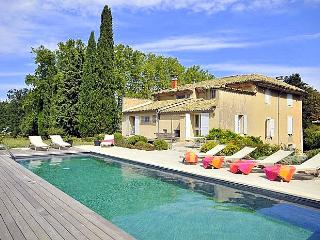 La Blancherie Du Luberon, Charming Vacation Home with a Pool - Apt vacation rentals